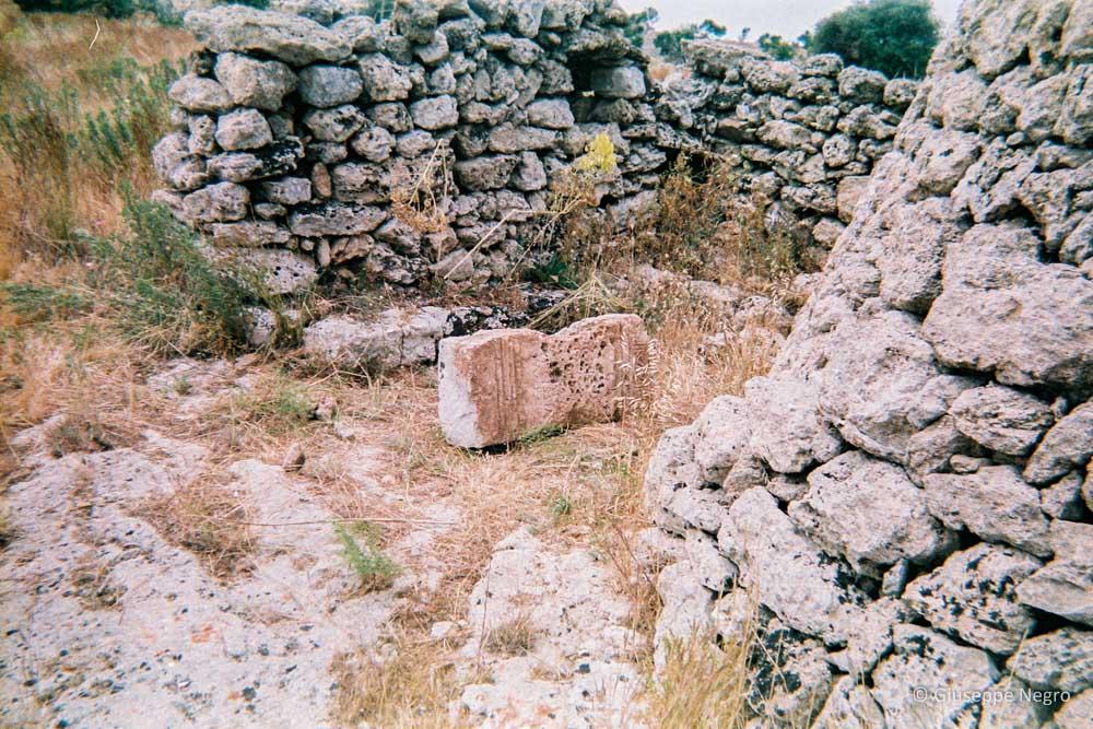 cippo-funerario-di-età-romana-004